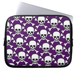 Skull with crossbone design computer sleeve