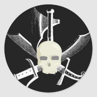 SKULL WITH CROSSED SWORDS PRINT INVERTED WHITE ON CLASSIC ROUND STICKER