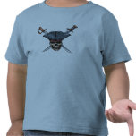 Skulle y espadas cruzadas con el gorra Disney del Camisetas