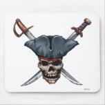 Skulle y espadas cruzadas con el gorra Disney del  Alfombrilla De Raton