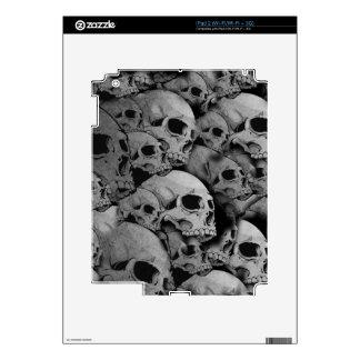 Skulls (black and white) iPad 2 skin