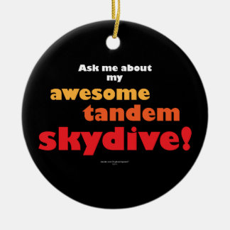 Skydive en tándem impresionante adorno navideño redondo de cerámica