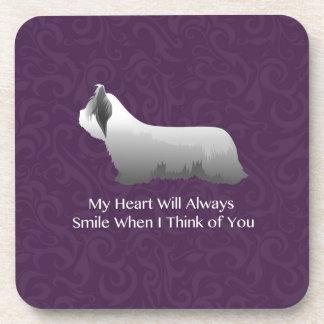 Skye Terrier que piensa en usted diseño Posavasos De Bebida