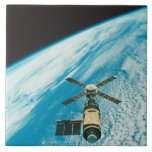 Skylab sobre la tierra azulejo cuadrado grande