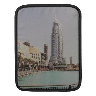 Skyscarpper de Dubai cerca de la alameda de Dubai Fundas Para iPads