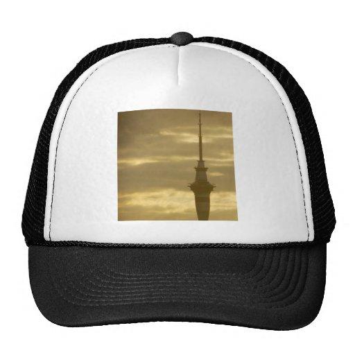 Skytower en la puesta del sol gorras de camionero