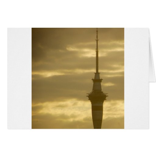 Skytower en la puesta del sol tarjetas