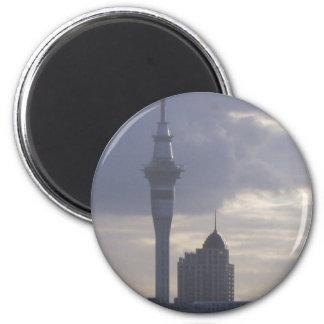 Skytower y paisaje urbano imán redondo 5 cm