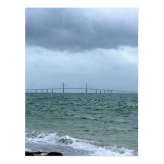 Skyway en un día tempestuoso postales
