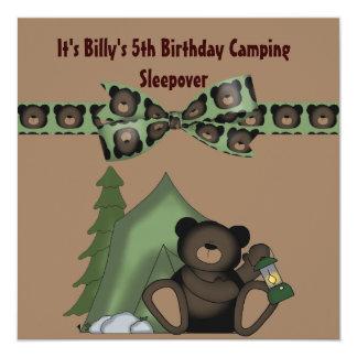 Sleepover del campo del cumpleaños del oso de invitaciones personales