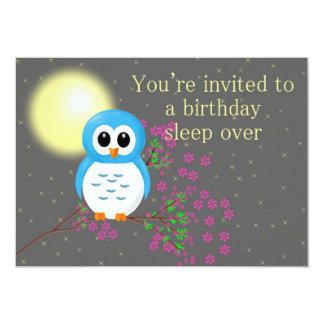 """Sleepover del cumpleaños con el búho invitación 5"""" x 7"""""""