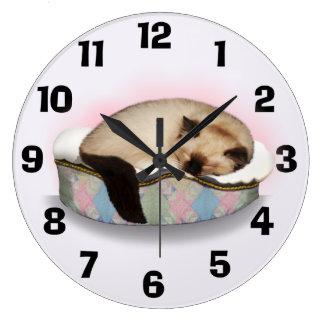 Sleepy Ragdoll Kitty Clock