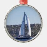 Sloop azul marino adorno redondo plateado