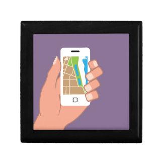 Smartphone con un mapa App Joyero Cuadrado Pequeño