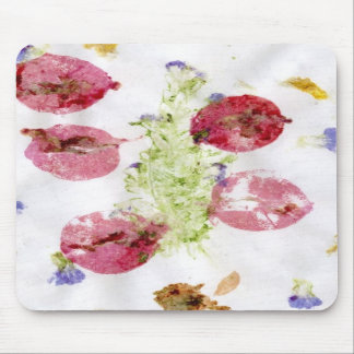 Smashed flowers craft, bougie red and green mousepad
