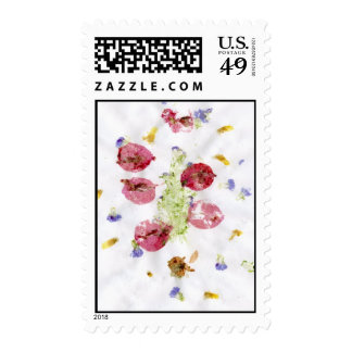 Smashed flowers craft, bougie red and green postage stamp