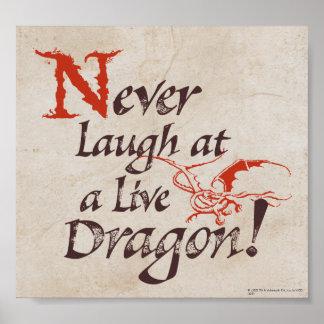 SMAUG™ - Nunca ríase de un dragón vivo Póster
