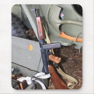 SMG de Thompson en jeep Mousepad