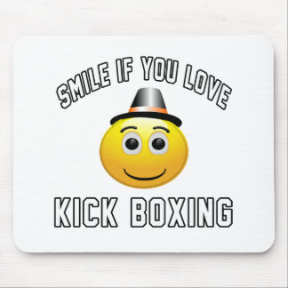 Smile if you love Kick Boxing. Mouse Pad
