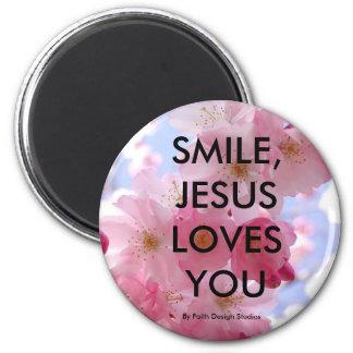 SMILE, JESUS LOVES YOU,. MAGNET