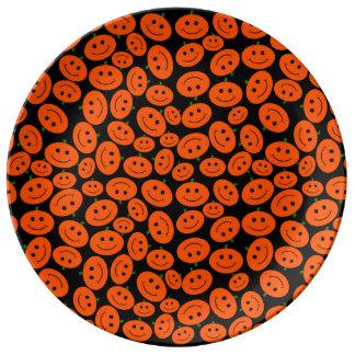 Smiley adaptables de la calabaza de Halloween Platos De Cerámica