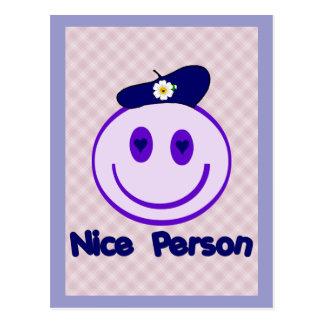 Smiley agradable de la persona postal