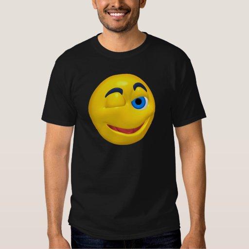 Smiley amarillo que está guiñando playeras