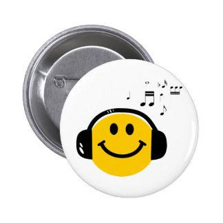 Smiley cariñoso de la música pin redondo 5 cm