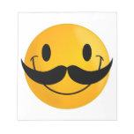 Smiley con el bigote blocs de notas