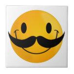 Smiley con el bigote teja