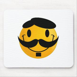 Smiley con el dibujo animado del bigote alfombrillas de raton