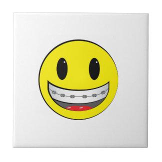 Smiley con los apoyos azulejo cerámica