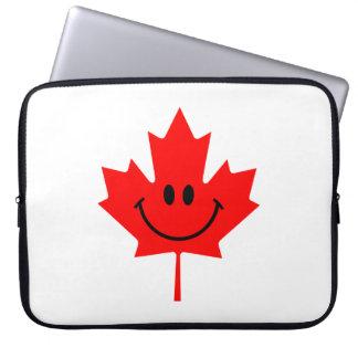 Smiley de Canadá - una cara sonriente en arce rojo Fundas Computadoras