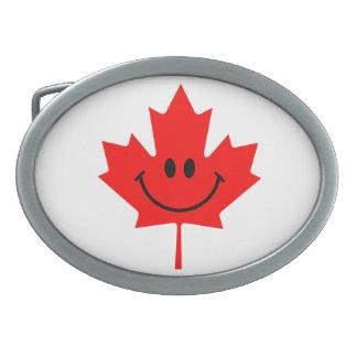 Smiley de Canadá - una cara sonriente en arce rojo Hebilla Cinturón Oval