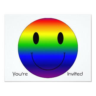 """Smiley del arco iris invitación 4.25"""" x 5.5"""""""