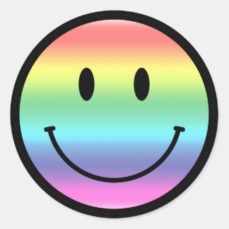 Smiley del arco iris pegatina redonda