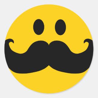 Smiley del bigote color de fondo adaptable etiqueta redonda