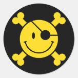 Smiley del pirata etiquetas redondas