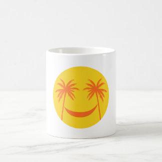 smiley del sol con las palmeras y la hamaca tazas de café