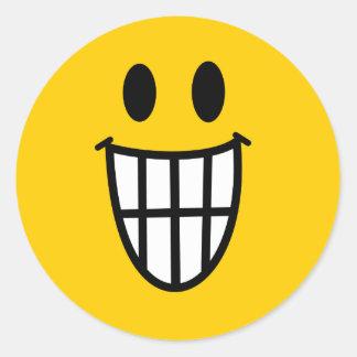 Smiley dentudo de la mueca etiqueta redonda