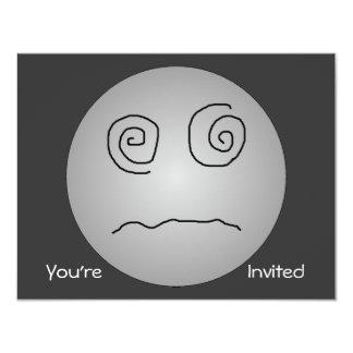 """Smiley deslumbrado y confundido del gris invitación 4.25"""" x 5.5"""""""