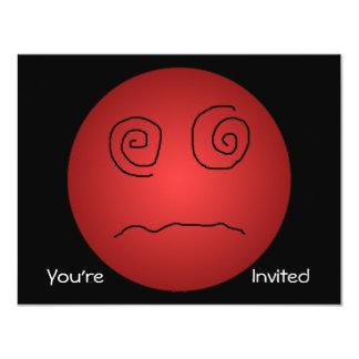 """Smiley deslumbrado y confundido del rojo invitación 4.25"""" x 5.5"""""""