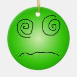 Smiley deslumbrado y confundido del verde ornamento de navidad