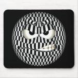 Smiley enojado divertido del Emoticon Tapetes De Raton