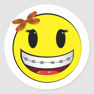 Smiley face with braces - girl classic round sticker