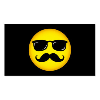 Smiley incógnito con la tarjeta de visita del bigo