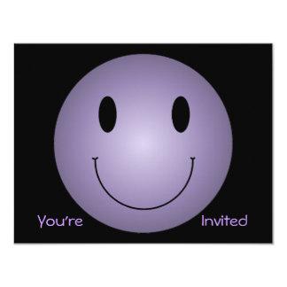 """Smiley púrpura invitación 4.25"""" x 5.5"""""""