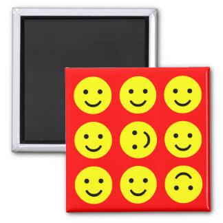 Smiley que caen - en rojo imán cuadrado
