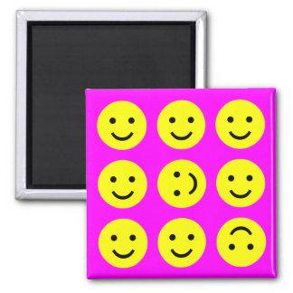 Smiley que caen - en rosa magenta imán cuadrado