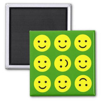 Smiley que caen - en verde imán cuadrado